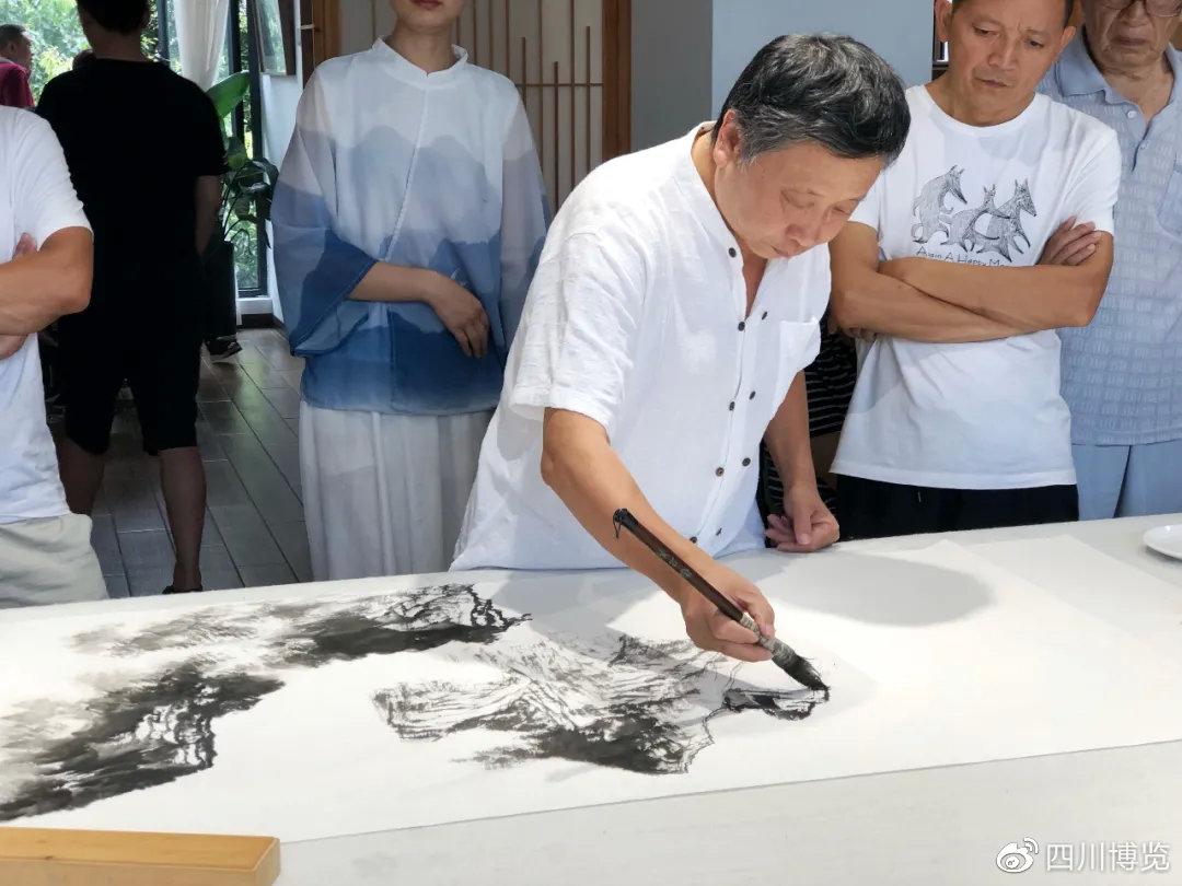 LD乐动体育网址省美术家协会副主席、成都市美术家协会主席、著名山水画家姚叶红